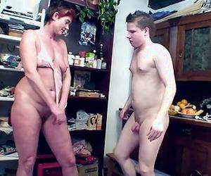 Young Guy Seduce Ugly Mature Mom to get First Ass fucking Sex - Scout69.com ist die größte deutschsprachige Erotik Community - Jetzt kostenlos dabei sein